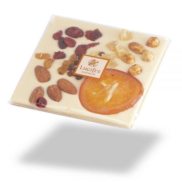Čokoladne tablice posuta bela čokolada s sadjem in oreščki čokoladna darila