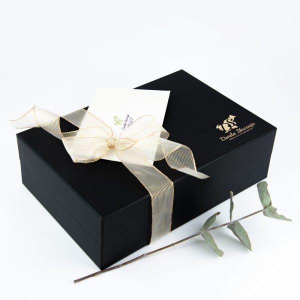 Črna darilna škatla darila Slovenije