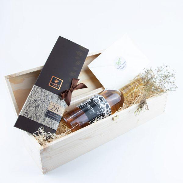 Darilna lesena škatla medica čokoladno pismo