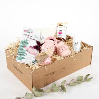 Darilni paket škatlica sreče ob rojstvu deklice