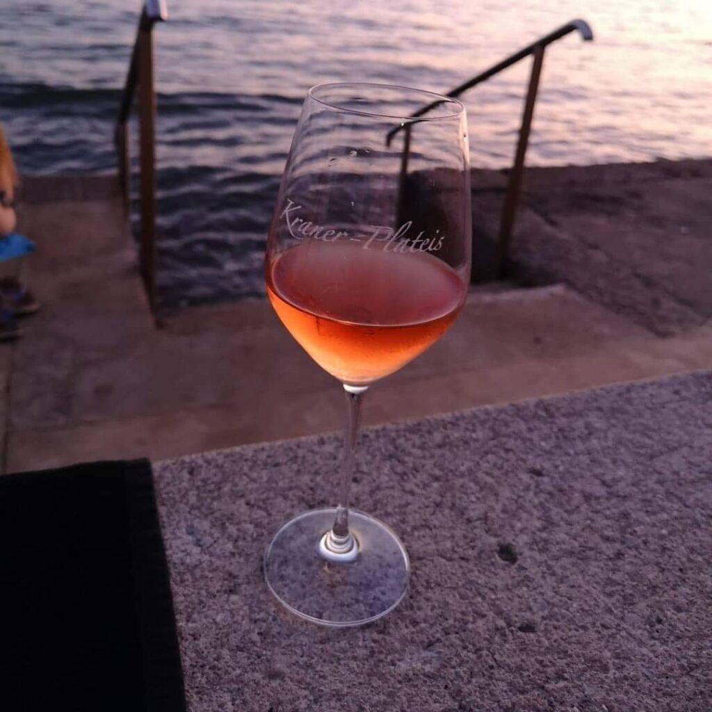Rose vino z bleščicami